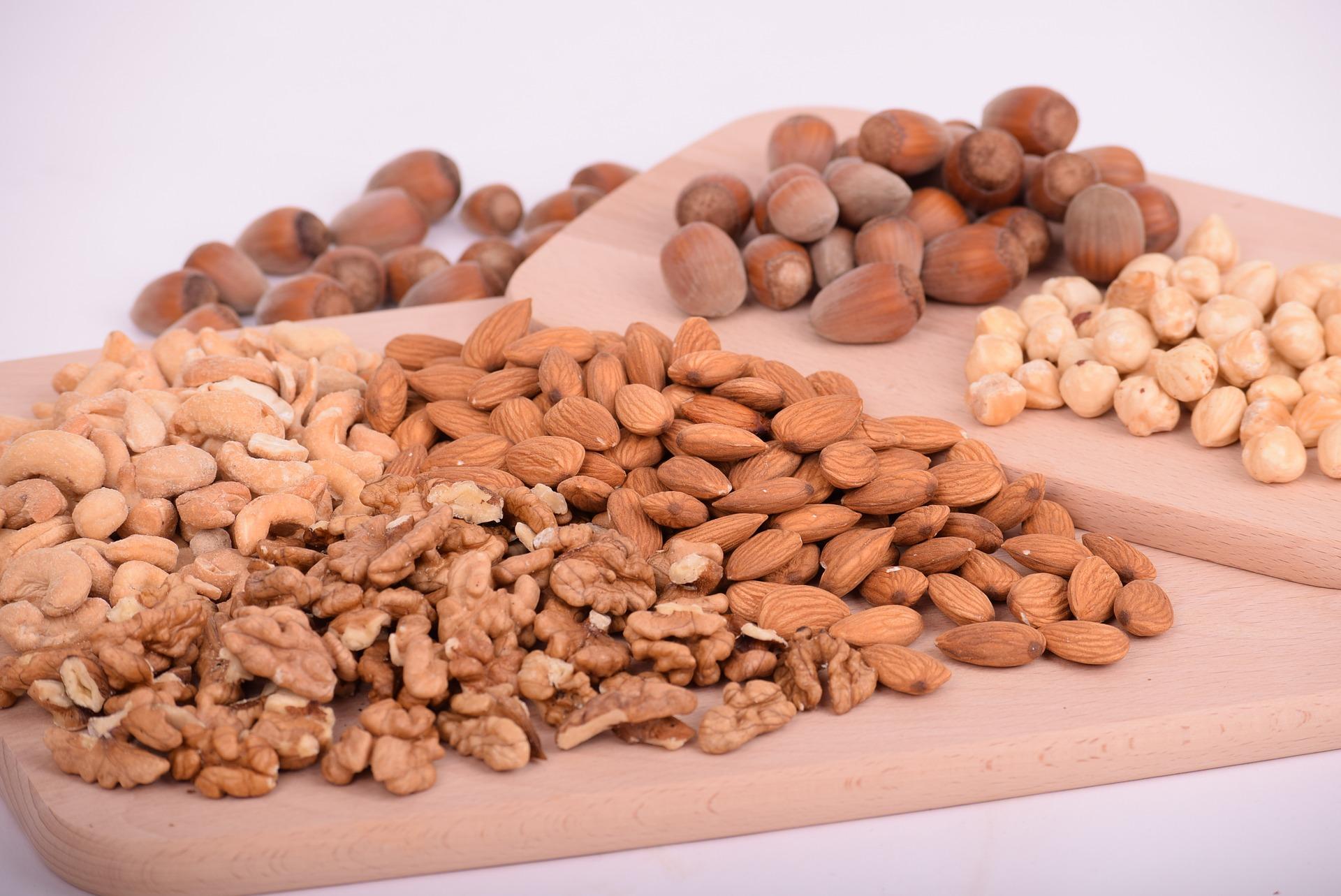 nuts-3248743_1920